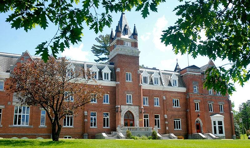 رنکینگ دانشگاه بیشاپ کانادا