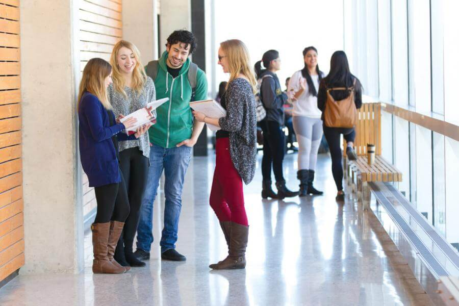 دانشجویان درحال تحصیل در دانشگاه مانیتوبا کانادا