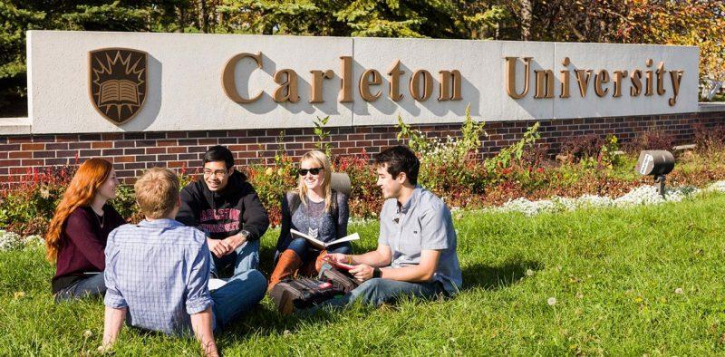 دانشجویان درحال تحصیل در دانشگاه کارلتون