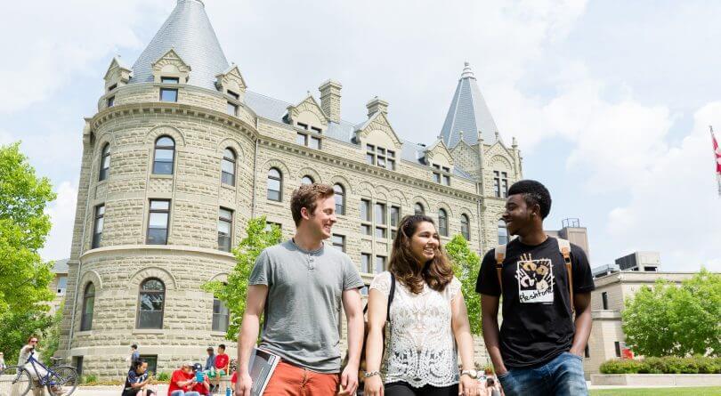 دانشجویان درحال تحصیل در دانشگاه وینیپگ