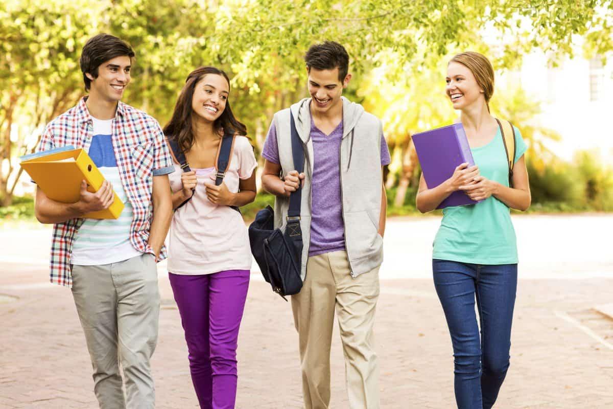 دانشجویان درحال تحصیل در دانشگاه دالهاوزی