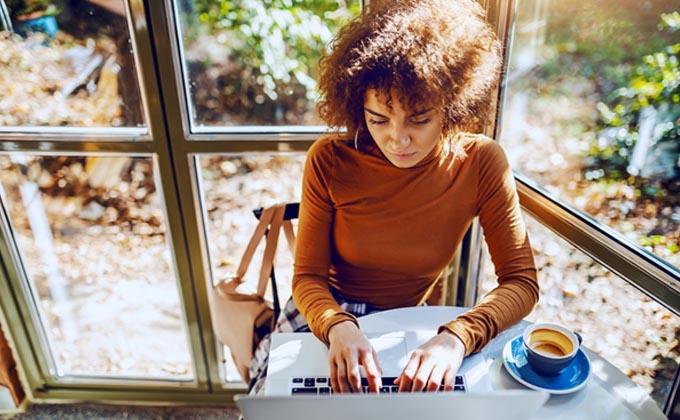 دانشجویان بین المللی اکنون میتوانند 100 درصد آنلاین تحصیل کرده و مجوز PGWP را نیز دریافت کنند