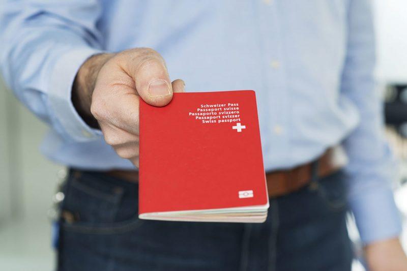 اقامت در سوئیس یا کانادا
