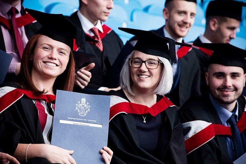 وام های دانشجویی برای دریافت کمک هزینه دانشجویی در کانادا