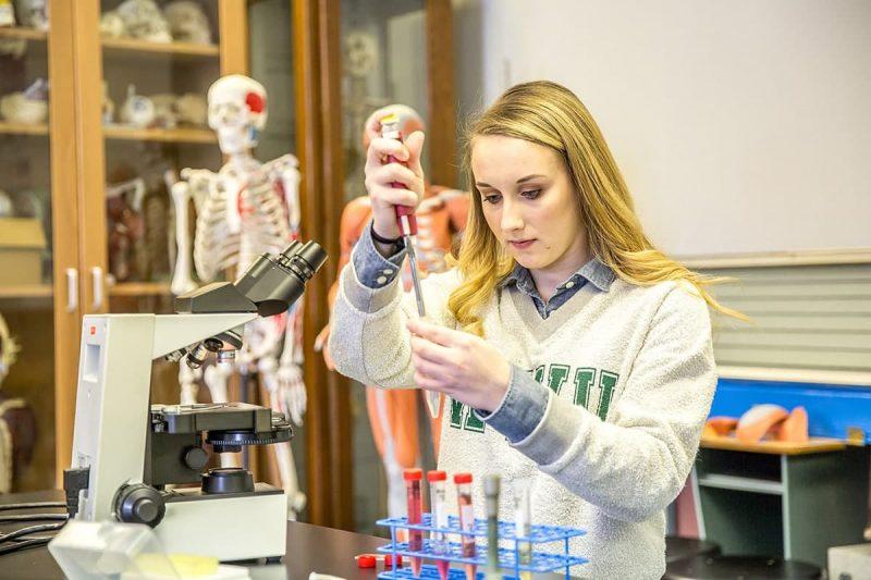 بورسیه تحصیلی رشته زیست شناسی در کانادا