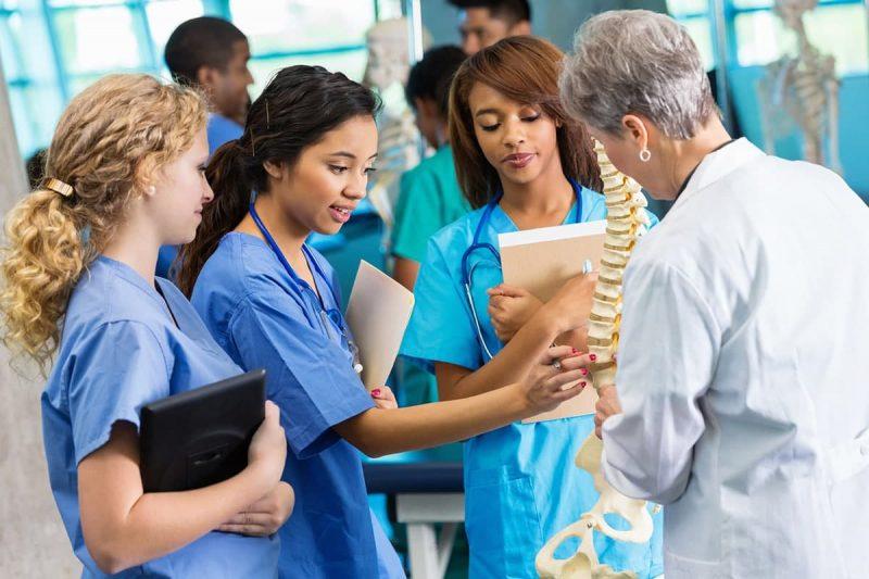 مهاجرت پزشکان از طریق تحصیل