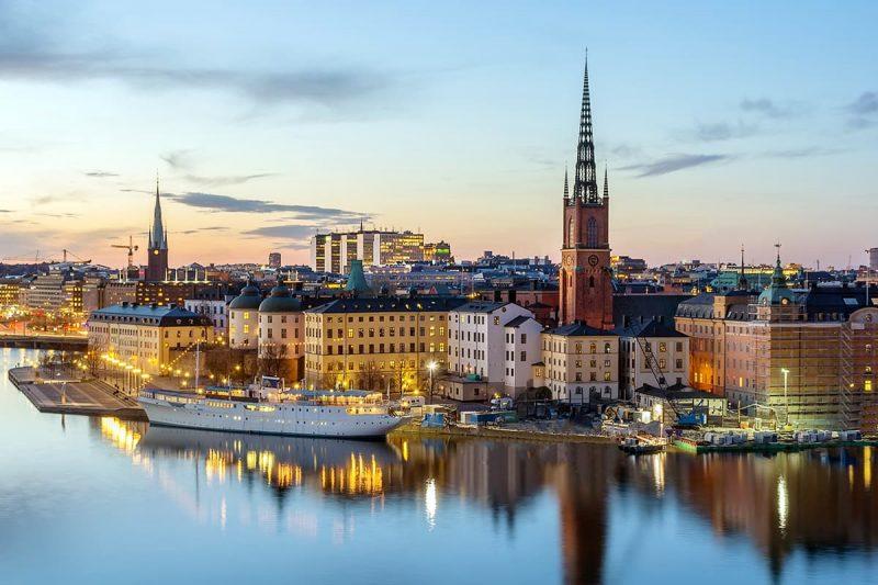 اقامت در سوئد یا کانادا