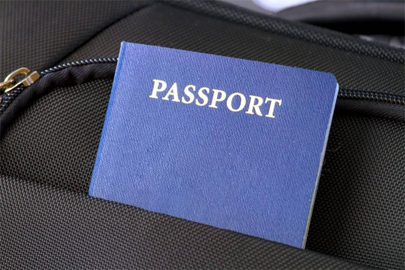 تمدید گذرنامه ایرانی در کانادا