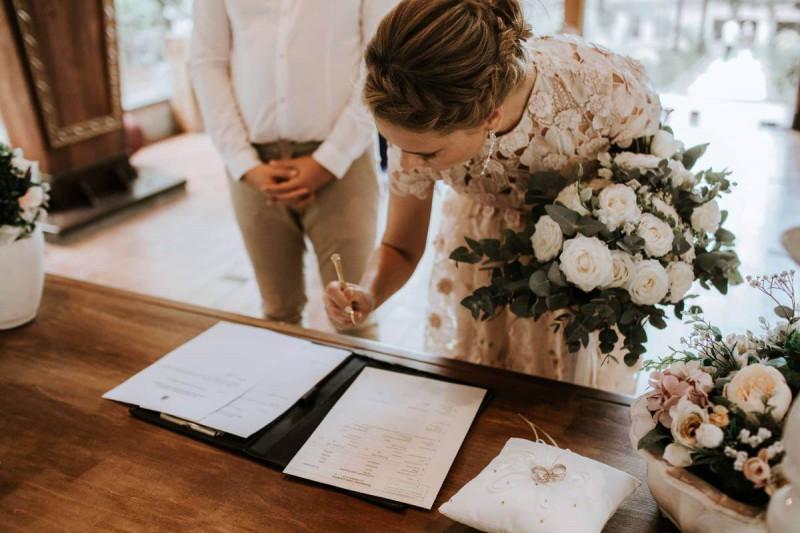 ثبت ازدواج توسط سفارت ایران در کانادا
