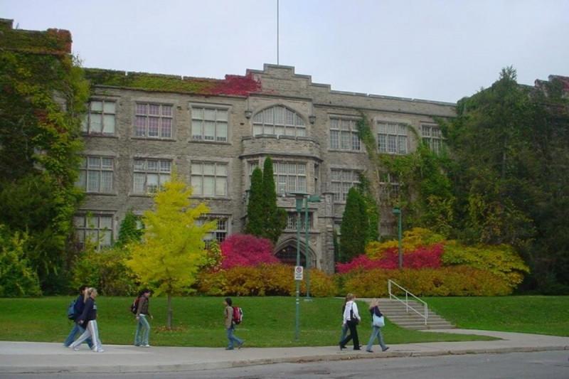 دانشجویان در حال تحصیل در دانشگاه وسترن انتاریو